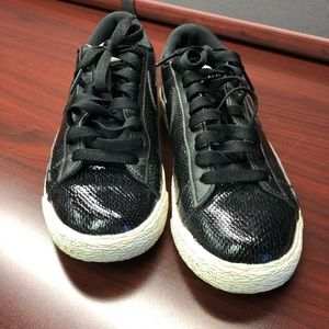 Black Nike leisure sneaker
